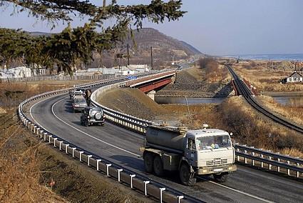 Открыто движение по новому мосту через реку Лесную на трассе Южно-Сахалинск - Оха.
