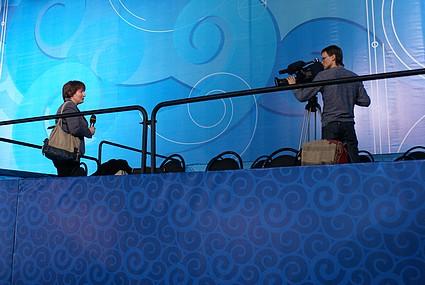 Юлия Вятржик и Георгий Селиверстов - съемочная группа ОТВ - готовится снимать церемонию